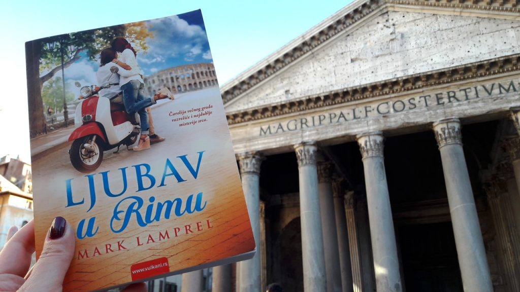 """Knjiga """"Ljubav u Rimu"""" ispred Panteona u Rimu ?"""