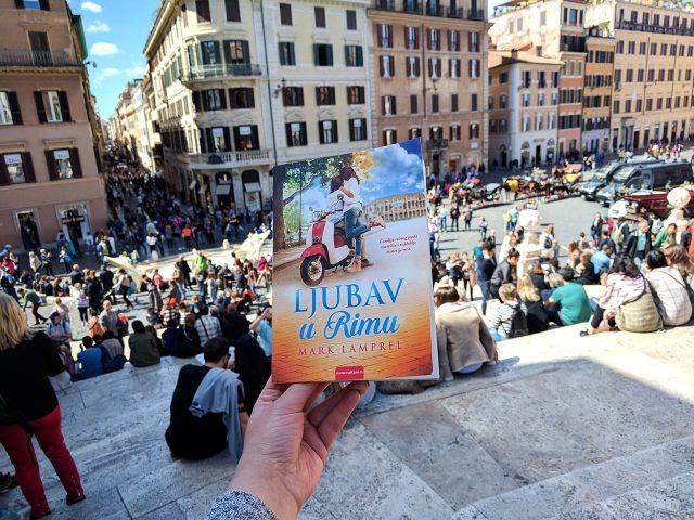 """Knjiga """"Ljubav u Rimu"""" na španskim stepenicama u Rimu ?"""